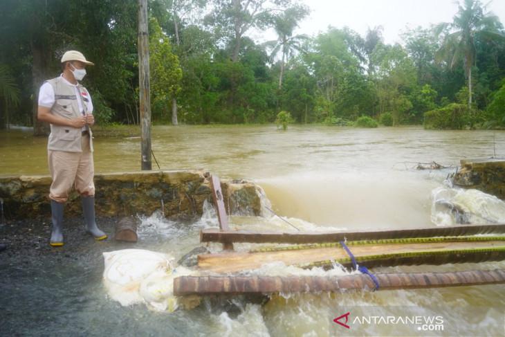 Tanah Bumbu bangun jembatan darurat di Kusan Hulu