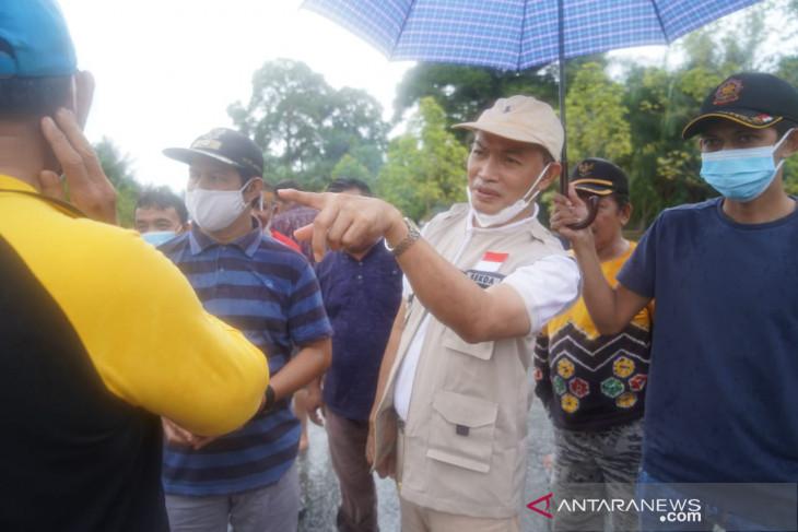 Sekda Tanah Bumbu minta jalan putus akibat banjir segera diperbaiki