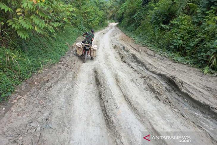 Jalan menuju komunitas adat terpencil di Aceh Timur butuh pengaspalan