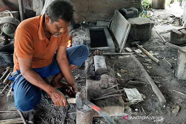 Usaha kerajinan besi di Aceh tetap bertahan di era produk pabrikan