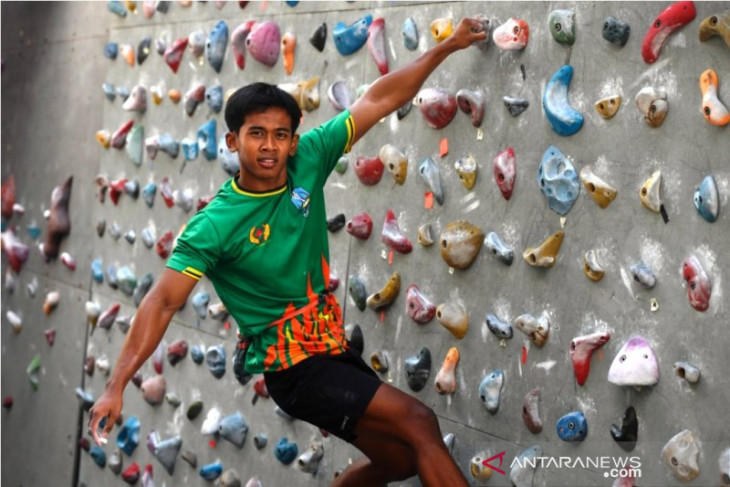 East Java 'Spiderman' ready to climb to top spot at PON