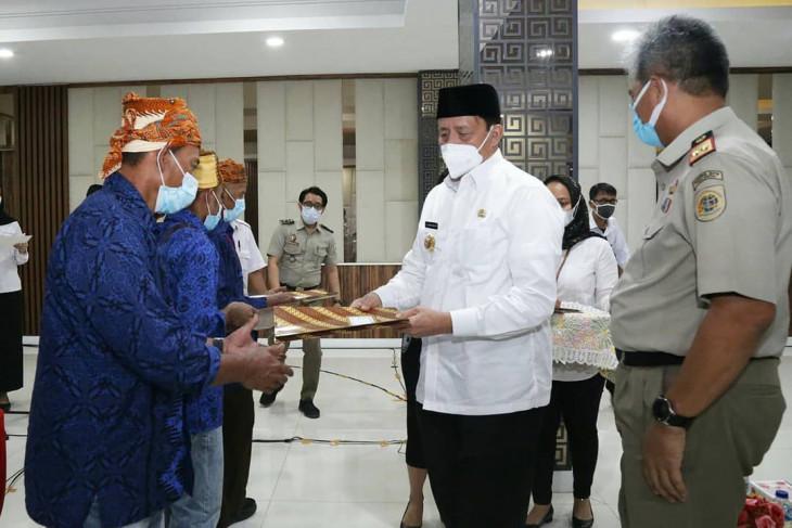 Gubernur Wahidin serahkan sertifikat tanah 'land reform' untuk warga