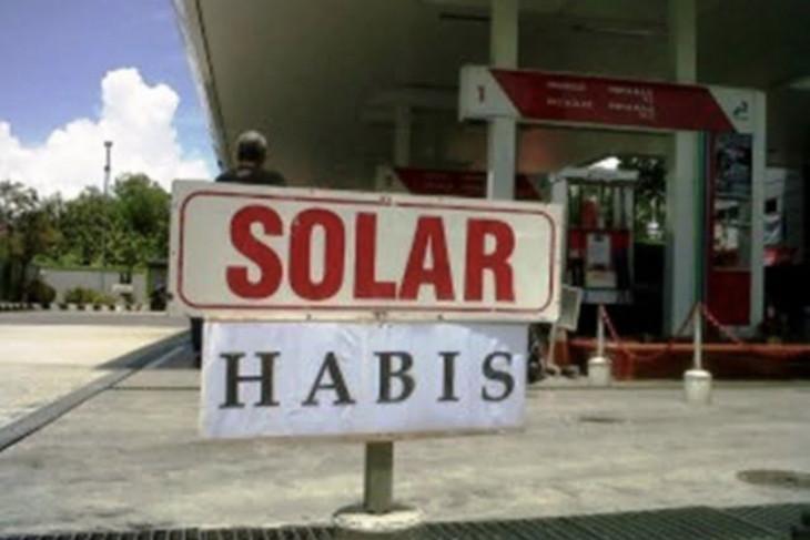 Sopir truk keluhkan terbatasnya stok solar di SPBU Paringin