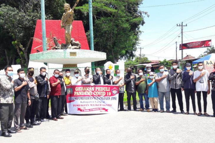 1.500 masker dibagikan FPK, Polres Langkat dan Polsek Pangkalan Brandan