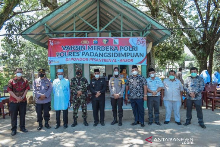 Kemenag bersama Polres Padangsidimpuan gelar vaksin merdeka Polri