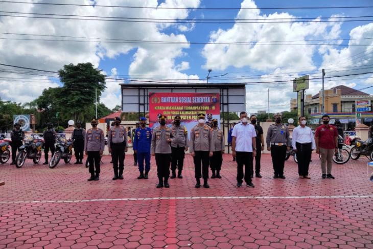Polda Kaltim salurkan Bansos kepada warga Paser terdampak COVID-19