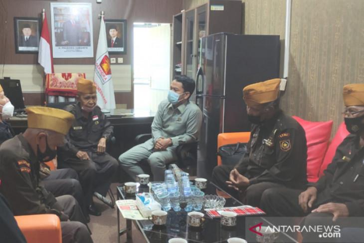 Wakil Ketua DPRD HM Yamin merasa ikut tersayat hati legiun veteran mengeluh tali asih