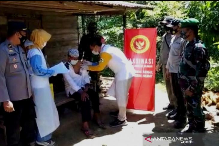 BIN conducts door-to-door vaccination in Tapin