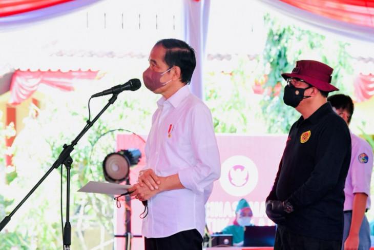 Presiden Jokowi: Yakinkan masyarakat bahwa vaksinasi COVID-19 aman dan halal