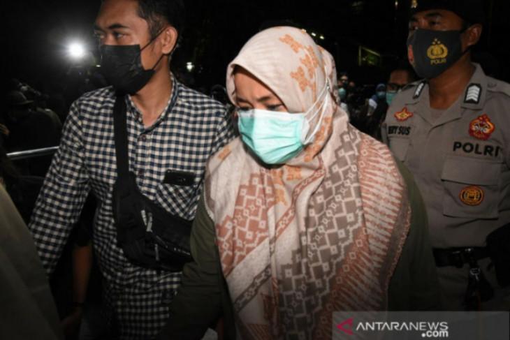 Menilik bupati Kolaka Timur 99 hari menjabat ditangkap KPK
