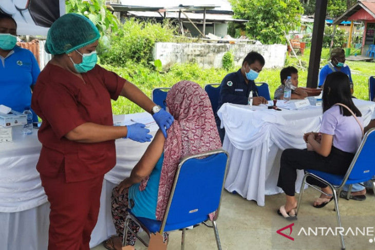 Pemkab Teluk Wondama gencar melakukan vaksinasi