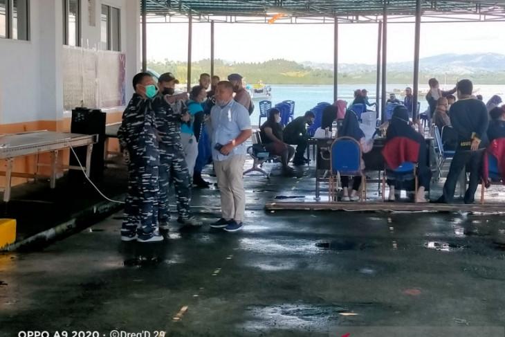 TNI dan Polri gelar Serbuan Vaksinasi di TPI Kwandang Gorontalo Utara