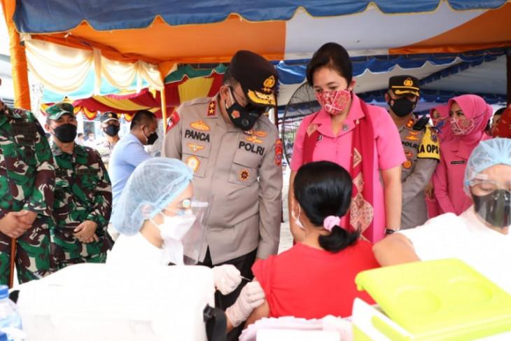 TNI-Polri percepat vaksinasi di Kepulauan Nias