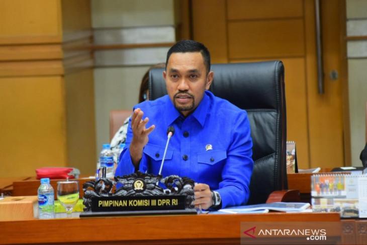 Komisi III DPR dukung Polri berantas pinjaman online ilegal