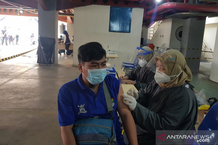 PDAM Tirta Bhagasasi Bekasi gelar serbuan vaksinasi sambut HUT ke-40