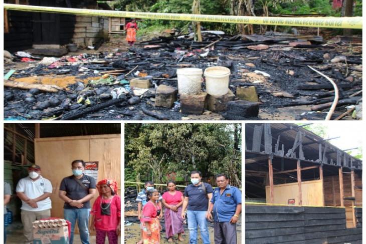 Bupati Bakhtiar bangun kembali dua rumah warga yang terbakar di Manduamas