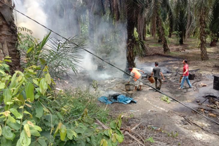 Dapur minyak mentah di Buluh Telang Padang Tualang Langkat terbakar