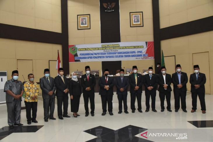 Eksekutif - Legislatif Tapsel teken nota kesepakatan KUPA-PPAS APBD-P 2021