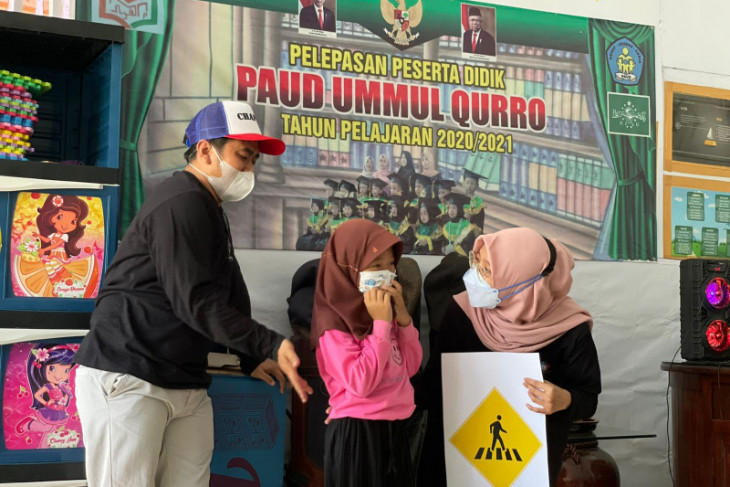 SOM JR Banten ajari dini anak-anak SD disiplin berlalu lintas