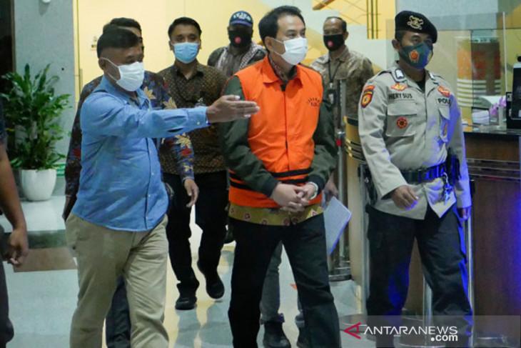 Wakil Ketua DPR Azis Syamsuddin, tersangka dugaan suap miliki kekayaan Rp100 miliar