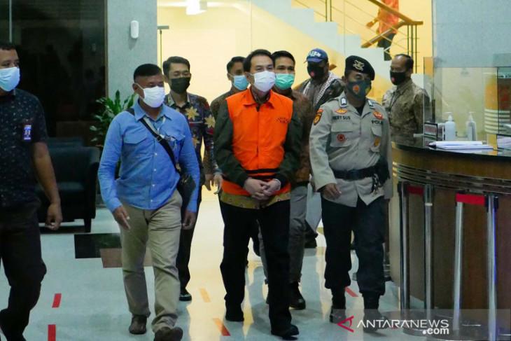 Azis Syamsuddin ditahan KPK hingga percepatan vaksinasi