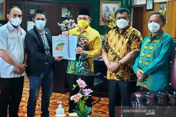Panitia pemekaran Kambatanglima serahkan berkas ke Bupati Kotabaru