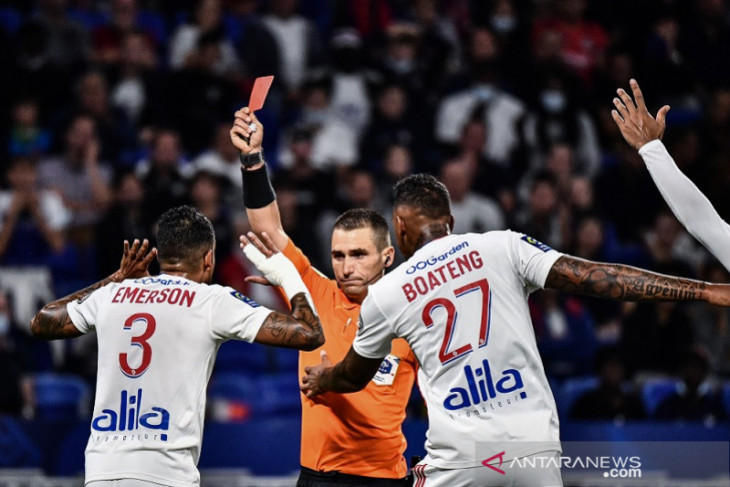 Sepuluh pemain Lyon amankan lawan Lorient