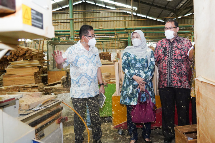 Industry Ministry optimizes furniture machinery restructurization