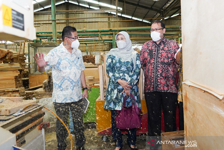 Industry Ministry optimizes furniture machinery restructuration