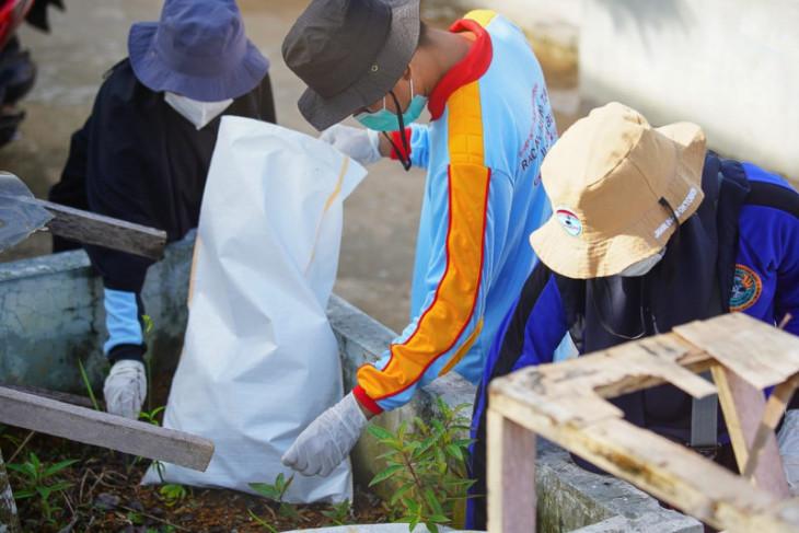 Ratusan sukarelawan pungut dan pilah sampah di Waterfront Kota Pontianak