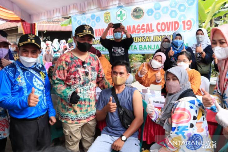 Dimulai di kampung Biuku, Vaksinasi target 100 ribu di Banjarmasin resmi digelar