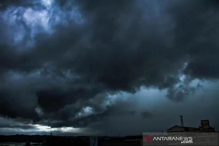 BMKG prakirakan beberapa daerah dilanda hujan lebat