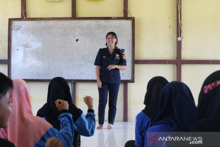 Bea Cukai Nanga Badau dorong sarang walet dan arwana eskpor ke Malaysia
