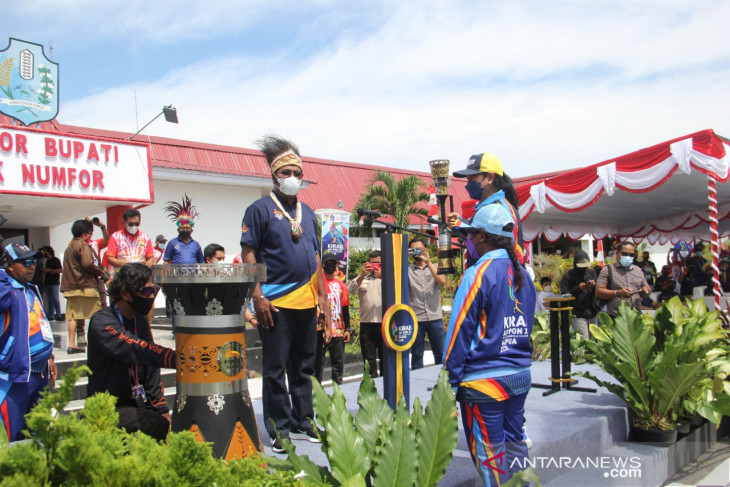 Papua PON: People cheer Torch Relay in Biak Numfor