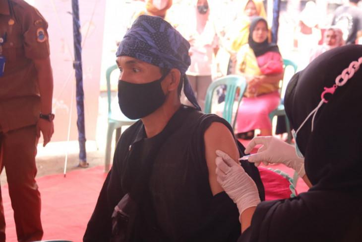 Alumni Akpol gelar vaksinasi masyarakat Baduy di Lebak