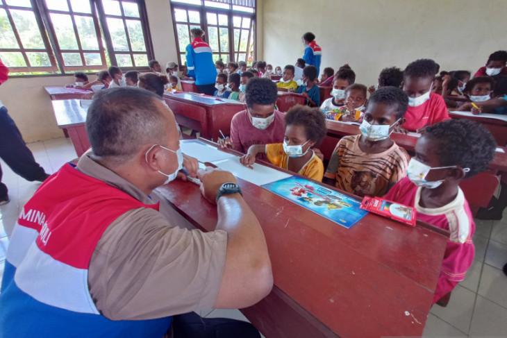KPI Kasim bantu mengajar siswa SD dua tahun tanpa guru di Sorong