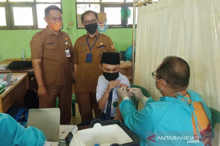BIN vaksinasi pelajar dan santri pesantren di Kabupaten HST