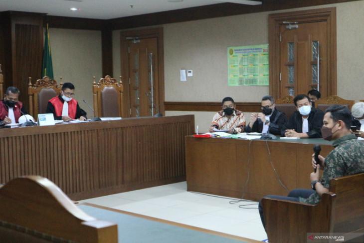 fakta persidangan anggota Polri akui kenalkan Azis Syamsuddin dengan eks penyidik KPK