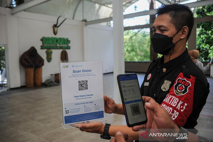 Kebun binatang Bandung kembali dibuka