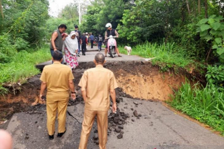 Tiga kecamatan di Ogan Komering Ulu menghadapi risiko bencana tanah longsor