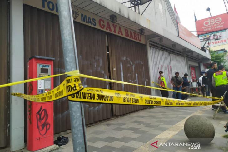Polisi tangkap buronan pembunuh pemilik toko emas