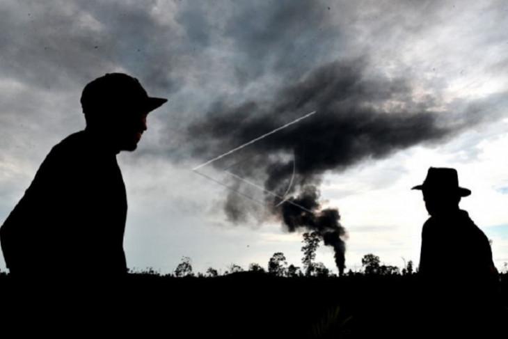 Kebakaran sumur minyak ilegal di Batanghari