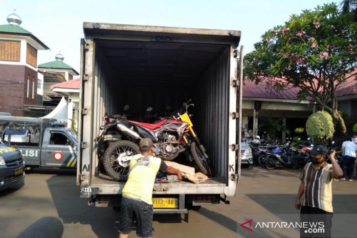 Polres Metro Bekasi Kota sita 25 sepeda motor curian di sebuah rumah kontrakan (video)