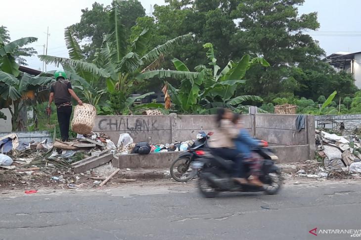 DLH Kabupaten Tangerang dorong warga tingkatan kesadaran membuang sampah ke TPS