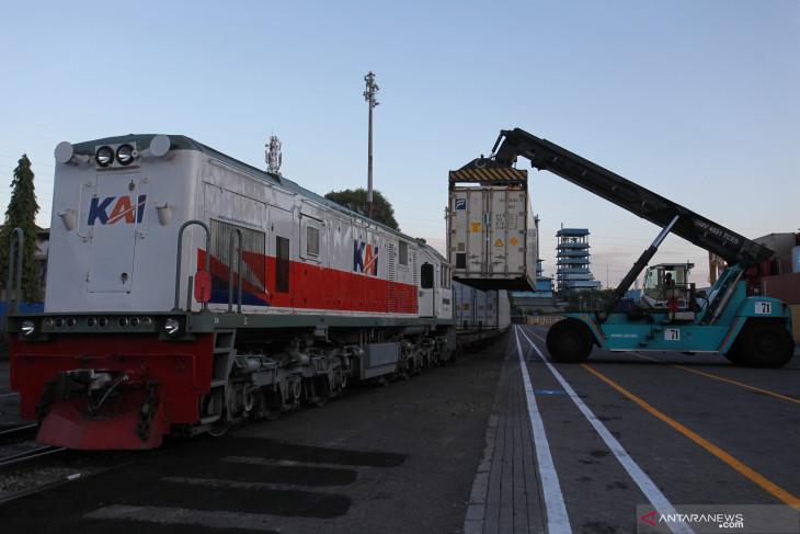 Angkutan Petikemas Menggunakan Kereta Api