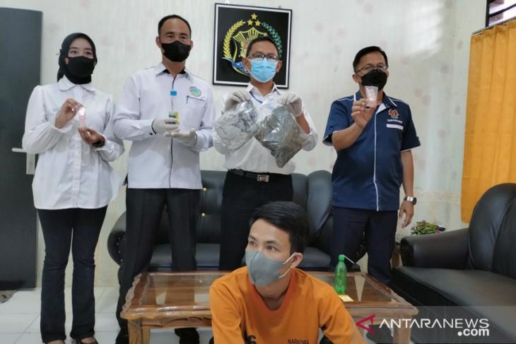 Polres Rejang Lebong tangkap buronan pemilik 1 kg ganja