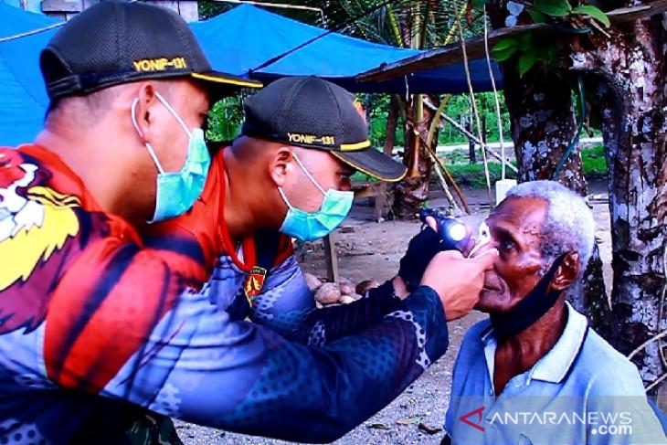 TNI bantu operasi katarak warga di perbatasan
