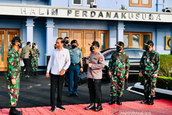 Presiden Jokowi tanam mangrove bersama masyarakat di Riau dan Kepri