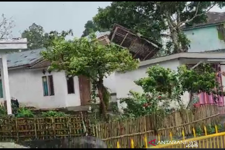 Puting beliung rusak rumah warga Desa Sempiang Kepahiang