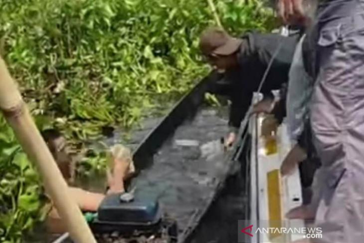 Warga HST diduga pelaku penyetrum ikan di Danau Bangkau diamankan